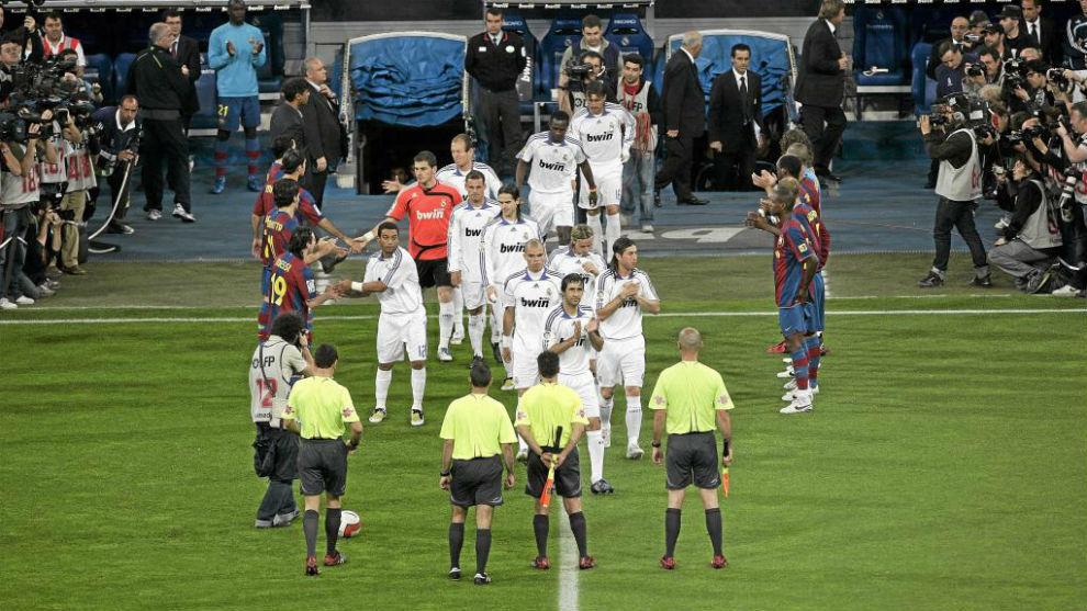 El Barcelona haciéndole el pasillo al Real Madrid en la temporada...