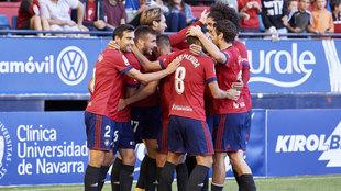 Los jugadores de Osasuna celebran un gol durante el partido.