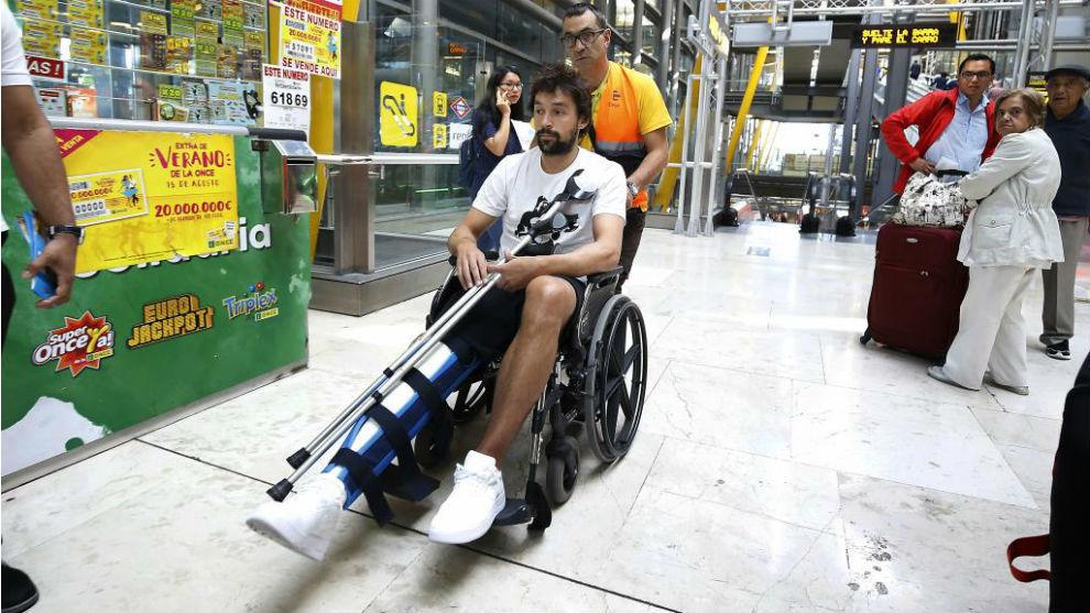 Sergio Llull, en su llegada ayer al aeropuerto de Madrid.