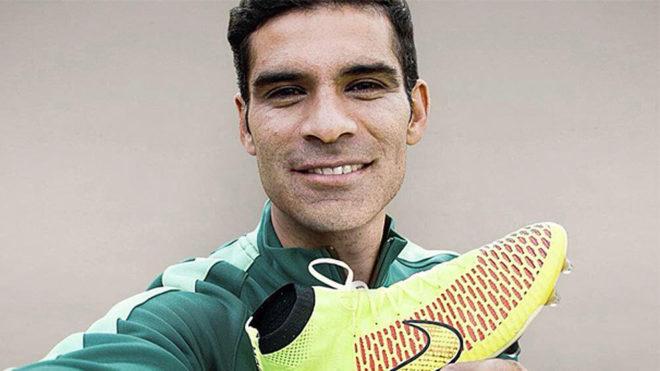 Rafa Márquez, promocionando unas botas Nike.