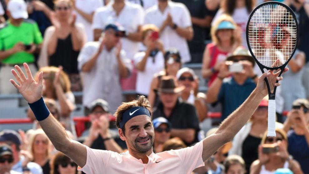 Roger Federer celebrando su victoria ante Bautista.