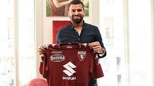Tomás Rincón posa con la camiseta del Torino, su nuevo equipo.