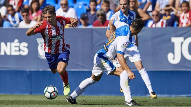 Luciano Vietto controla un balón ante el Leganés.