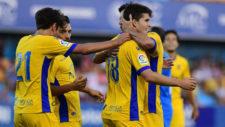Alcorc�n festeja un gol
