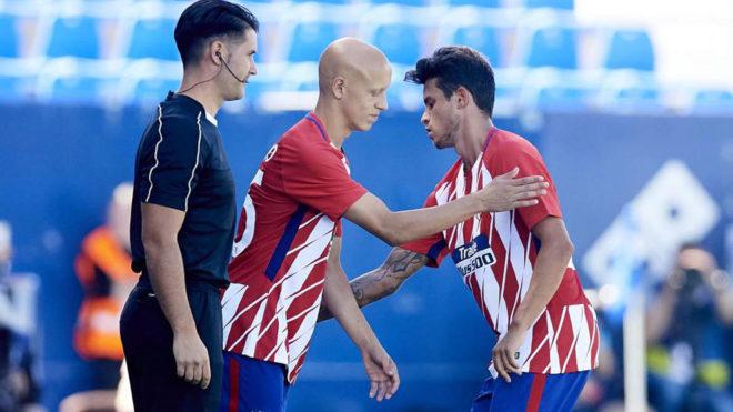 Víctor Mollejo entra en el terreno de juego en sustitución de Juan...