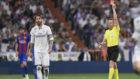 Ramos ve la roja en el partido de Liga del Bernab�u el curso pasado...