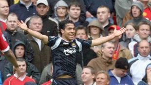 Tévez, celebrando el gol del triunfo del West Ham en Old Trafford en...