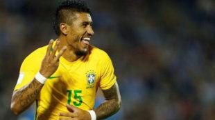 Paulinho celebra un gol con la selecci�n brasile�a