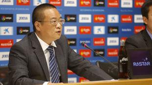 Chen Yansheng, durante una rueda de prensa en el RCDE Stadium.