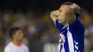 Alexis Ruano se lamenta durante el partido de la pasada temporada ante...