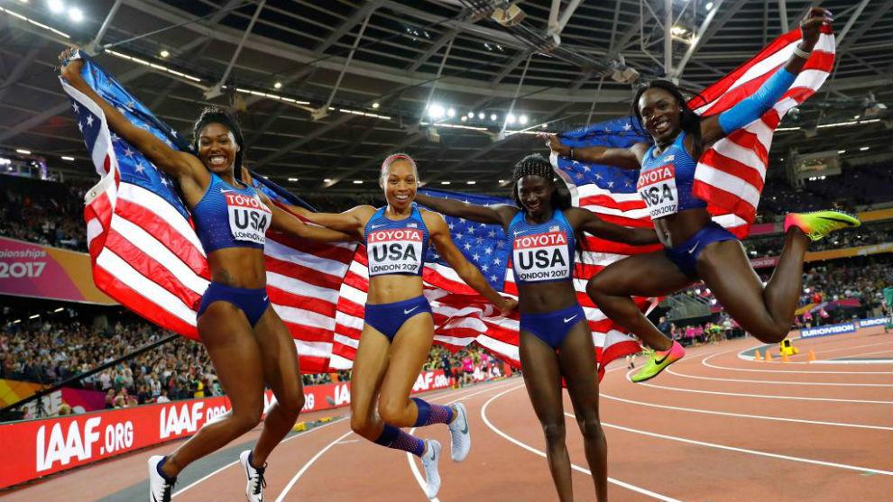 El equipo estaounidense de relevo femenino logra el oro en los 4x100 y...