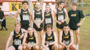 Roberto Ruiz (arriba, 2�izq.) con su club, La Blanca.