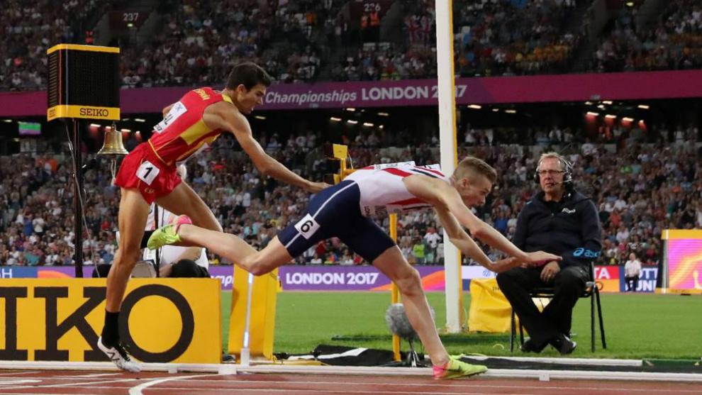 La agónica llegada en lucha por la medalla de bronce de Ingebrigtsen...