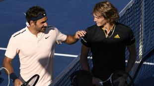 Federer felicita a Zverev tras el partido