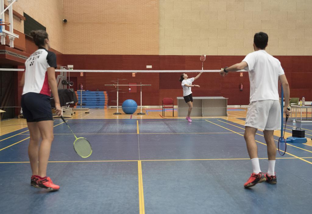 Carolina jugando contra Clara Azurmendi y Quique Peñalver.