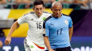 Egidio Arévalo y Héctor Herrera durante un partido de la Copa...
