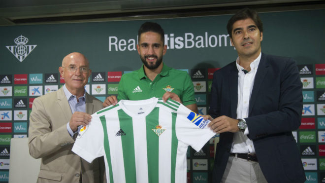 Boudebouz, junto a Serra y Haro