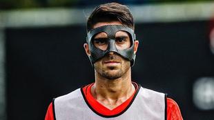 Nacho Vidal posa con la máscara protetora
