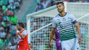 Araujo se lamenta tras el gol de Veracruz.