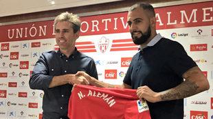 Nauzet, en su presentación como nuevo jugador del Almería.
