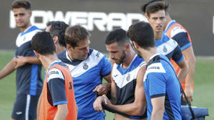 Álvaro Vázquez se retira lesionado en la sesión de este lunes por...