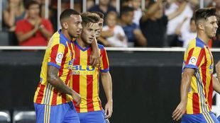 Rubén Vezo celebra un gol durante el partido de presentación en...