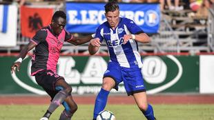 Santos en un partido ante el Toulouse