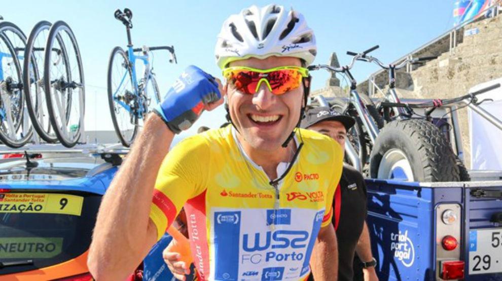 Raúl Alarcón celebrando su triunfo en Portugal.