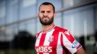 Jes� Rodr�guez (24) luce la camiseta del Stoke City