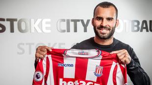 Jesé posa con la camiseta del Stoke City
