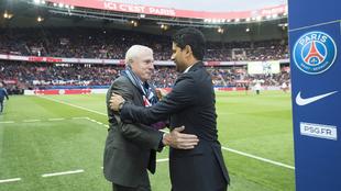 Fernandez (57) se abraza con el jeque Nasser Al-Khelaïfi