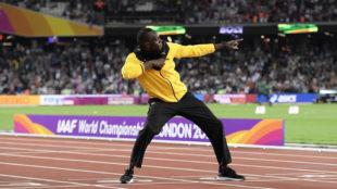 Bolt (30) posa durante el homenaje en el Mundial de Atletismo de...
