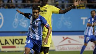 Recio (26), durante el partido entre el Málaga y el Villarreal por el...