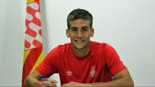 Pons firmando su renovación