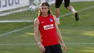 Filipe Luis en una sesión de entrenamiento