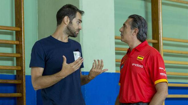 José Manuel Calderón, charlando con Sergio Scariolo.