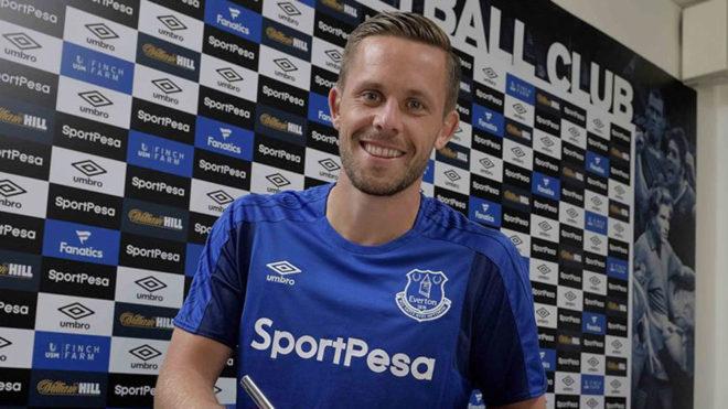 Sigurdsson firma con el Everton.