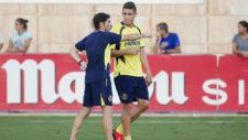 Marcelino da instrucciones a Paulista en su etapa en el Villarreal.