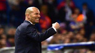 Zidane, celebrando un gol con el Madrid