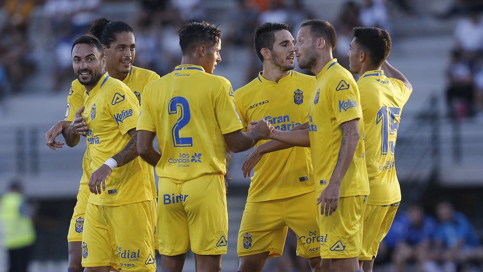 Los jugadores de la UD Las Palmas celebran un gol durante la...