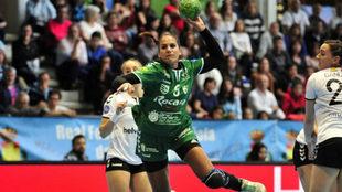 La lateral derecho Almudena Rodríguez durante un partido con el...