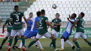 Israel Castro (4), disputando un balón en el Toledo-Leganés de esta...
