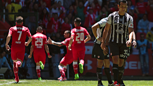 Marcos González reacciona tras permitir un gol del Toluca.