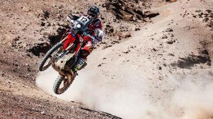 Kevin Benavides pilota su Honda en el Rally de Atacama.