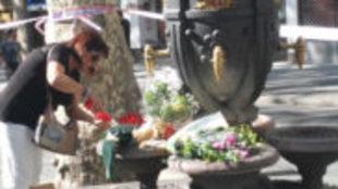 Fuentes de las canaletas con flores