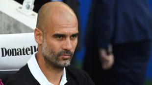 Guardiola observa un partido del City