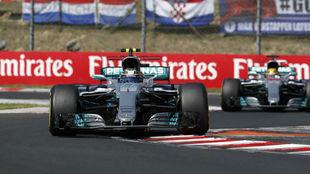 Bottas y Hamilton, en el pasado Gran Premio de Hungría.