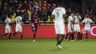 Los jugadores del Mónaco celebran el gol de Falcao.
