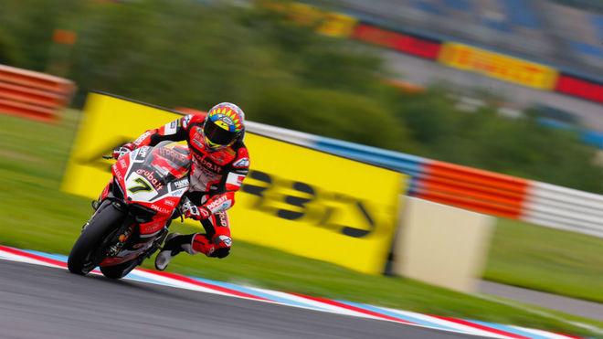Chaz Davis pilota su Ducati en Lausitzring.