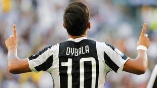 Dybala celebra su gol al Cagliari.